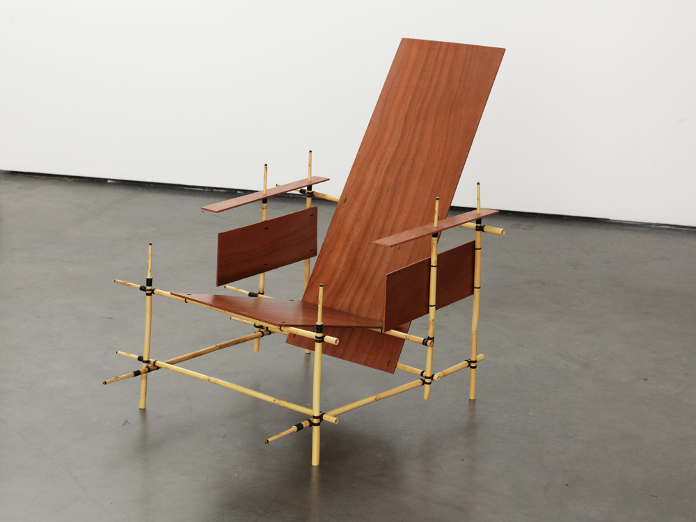 Michel Aubry, Mise en musique du fauteuil de Gerrit Rietveld, 1919-2009 , 2009, Collection Frac Aquitaine, © Adagp Paris, photo Jean-Christophe Garcia